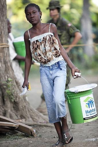 haiti_emergencyshelterkits (18).jpg