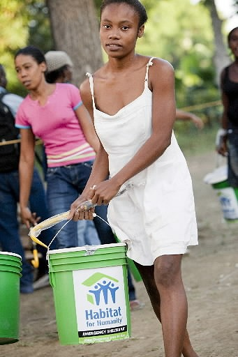 haiti_emergencyshelterkits (19).jpg