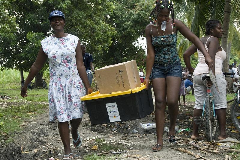 haiti_emergencyshelterkits (1).jpg
